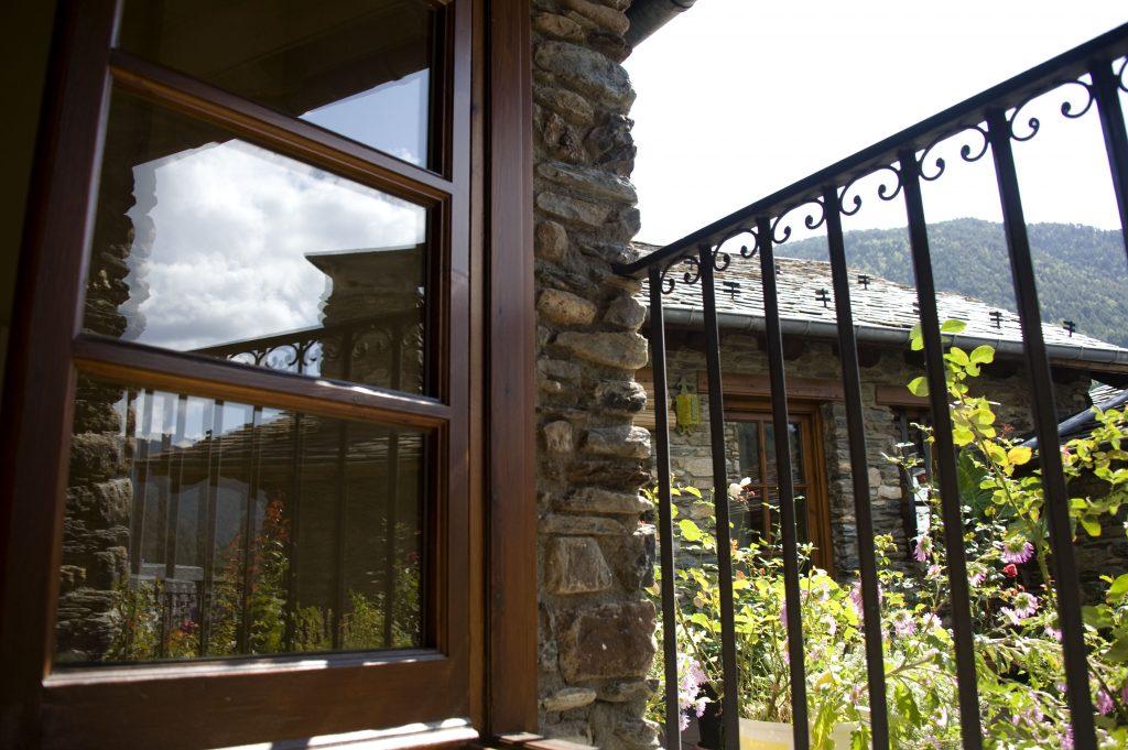 Invertir en Andorra a través de su Banca en Andorra y actualmente una jurisdicción de muy baja fiscalidad con una economía basada en servicios financieros y en turismo en invierno y en verano